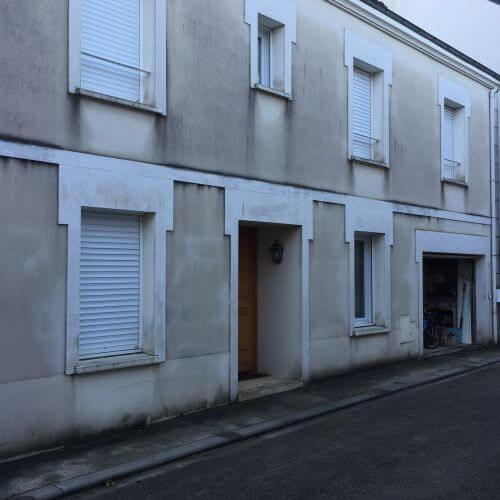 Nettoyage d'une façade en enduit monocouche à Nantes